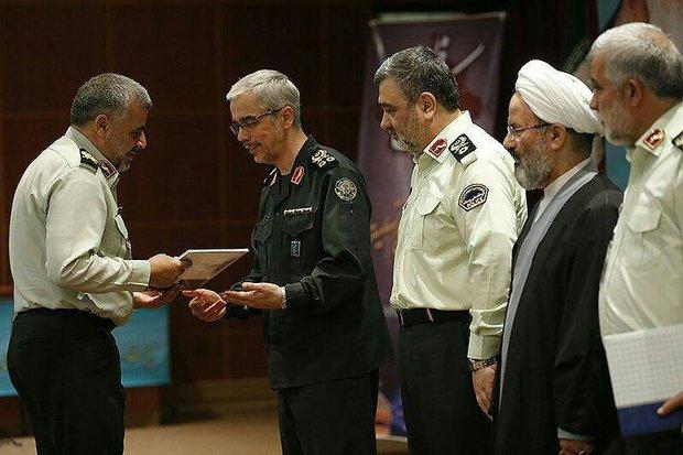 فرمانده انتظامی لرستان به عنوان مدیر نمونه ناجا برگزیده شد